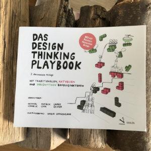 Buchbesprechung deusch: Das Design Thinking Playbook: Mit traditionellen, aktuellen und zukünftigen Erfolgsfaktoren von Michael Lewrick, Patrick Link, Larry Leifer